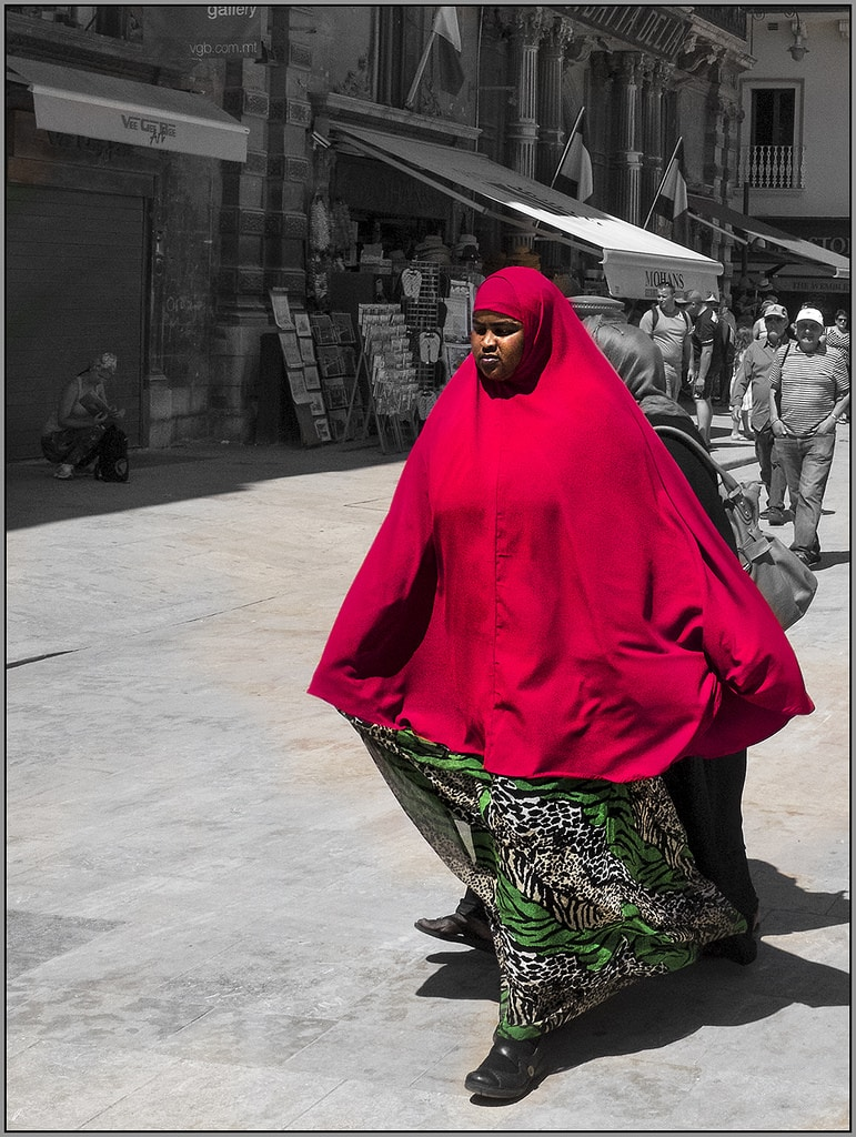 RED (Lady in)